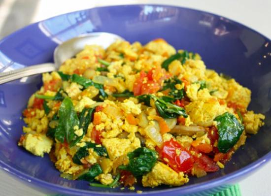 Vegansk gresk-inspirert eggerøre