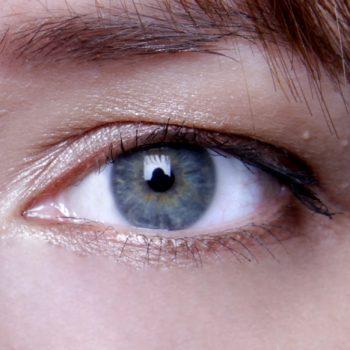Hvordan sminke bort tunge øyelokk?